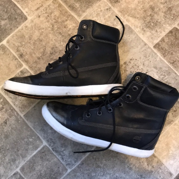 3c0d8b3fc [Timberland] Black/Gold High Top Sneakers (7). M_5a6390865512fd8ec07b443b